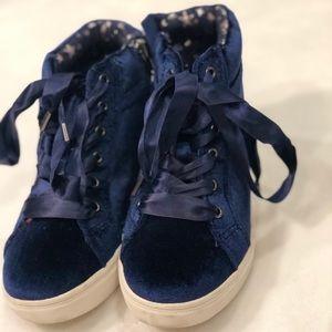 Navy blue velvet sneakers
